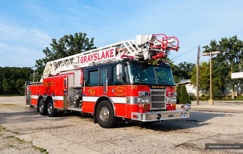 Ladder 2737, a Fire Truck from Grayslake